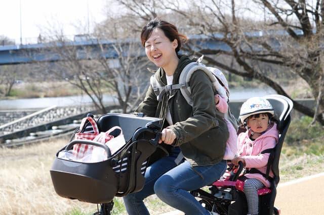 おんぶで自転車
