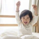 休日くらい休ませて!子どもが休日だけ早起きをする原因と対策法