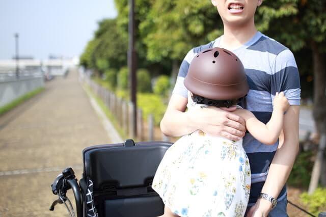 抱っこで自転車は危険