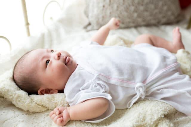肌着の赤ちゃん