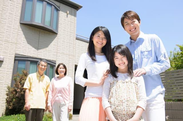 出産後に家を買う夫婦