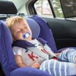 赤ちゃんのために必要な車内用の日よけ対策六つ