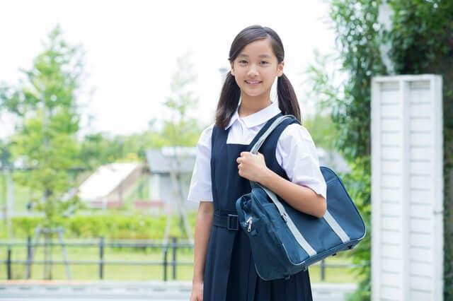 中学校の制服の相場