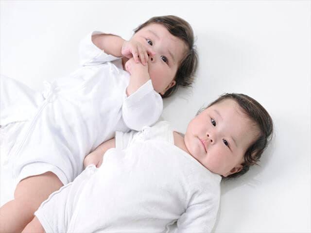 女の子の双子の名前
