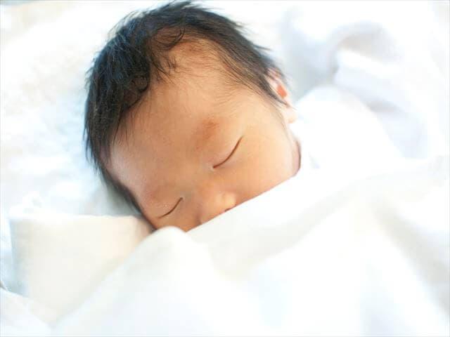 添い寝で母乳を飲ませるメリット