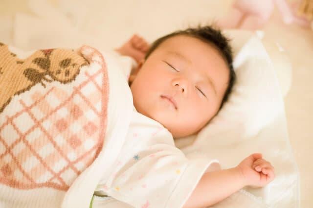 寝て過ごす赤ちゃん