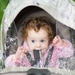 梅雨でも散歩したい・・・。雨の日のベビーカー六つの対策