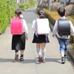 教科書入れたら合計10キロ!?ランドセルが重すぎて子どもたちが危険!