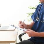 病院に行く時間がないママにも便利!遠隔診療アプリ「ポケットドクター」とは?