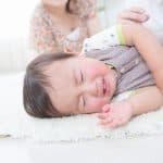 赤ちゃんが寝起きに絶対泣くから困る!いつから泣かないで起きるようになる?