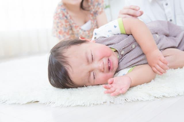寝起きに泣く赤ちゃん