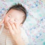 赤ちゃんの鼻くそを取りたい!取り方と注意点。ピンセットや綿棒使って