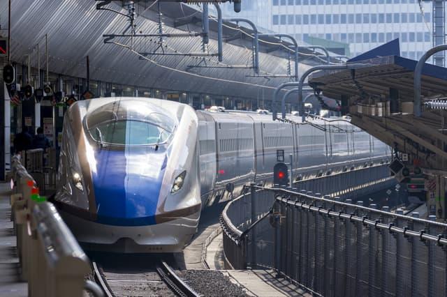 新幹線が通る
