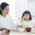 子どもに悪影響をもたらす15の「こ食」。家族の食事を見直そう
