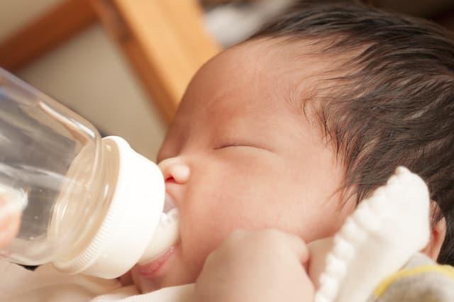 赤ちゃんの水