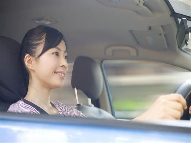 運転するママ