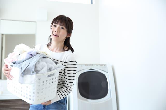 洗濯するママ