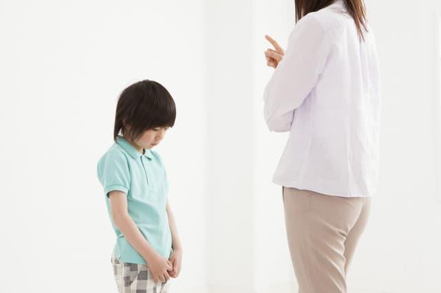 子どもを叱る