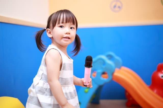 子どもが歌う