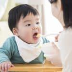離乳食をかまずに丸飲みしちゃう!上手にかむようになる方法