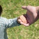 子どもが手をつなぐのを嫌がる!どう対応したらいい?