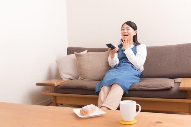 テレビ見ながらお菓子