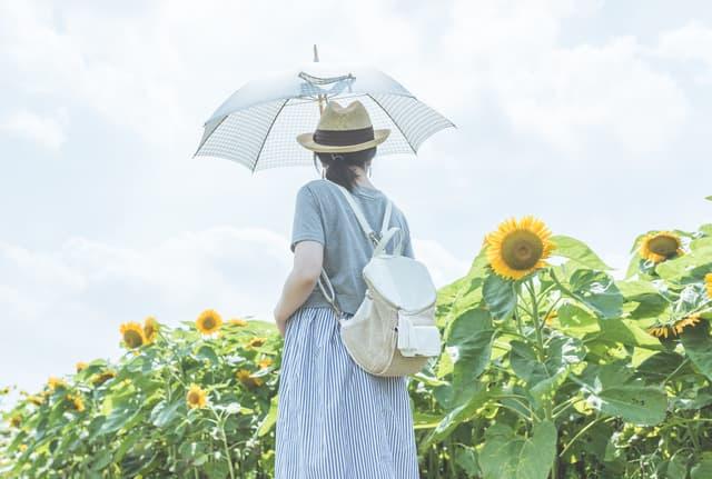 日傘をさす