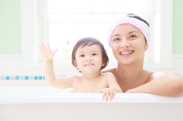 幼児と一緒にお風呂に入る