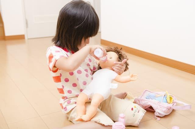 人形で遊ぶ