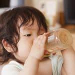 哺乳瓶で甘い飲み物は控えよう。哺乳瓶虫歯の予防策