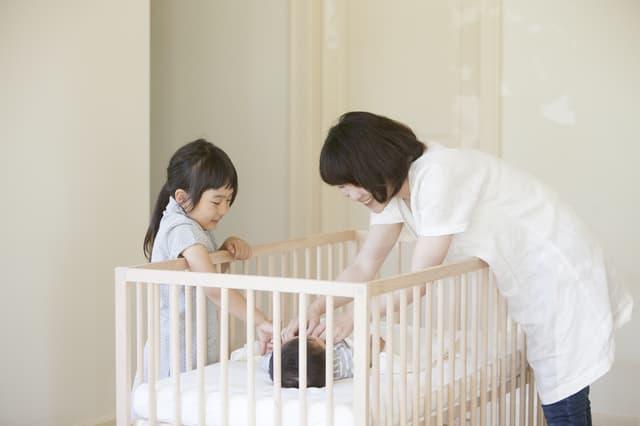 赤ちゃんを寝かせる
