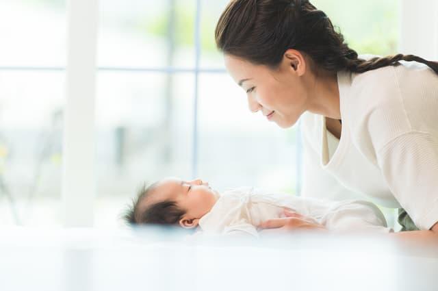 赤ちゃんに話しかける