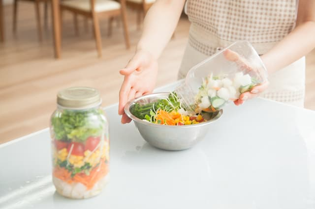 サラダの容器