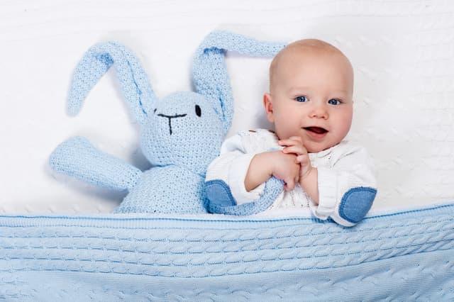 人形と赤ちゃん