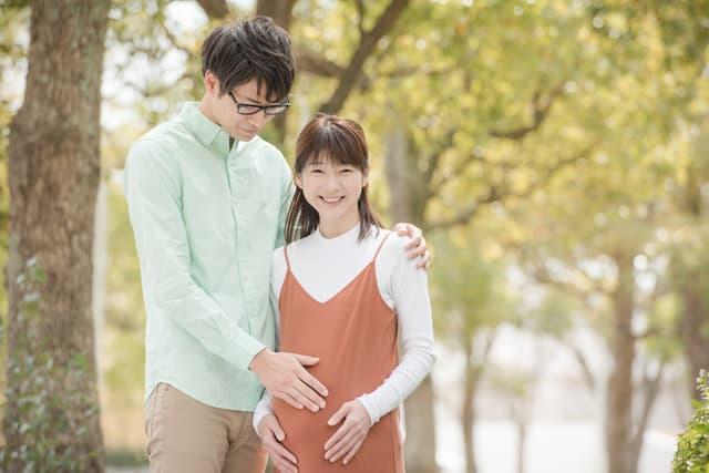 妊婦さんと夫