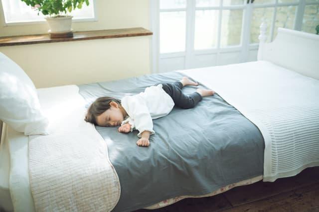 赤ちゃんのベッド転落
