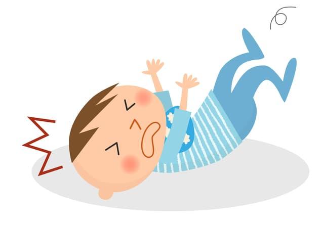 転落する赤ちゃん