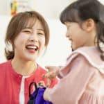 母親の笑顔で子どものキモチが楽になる、その理由