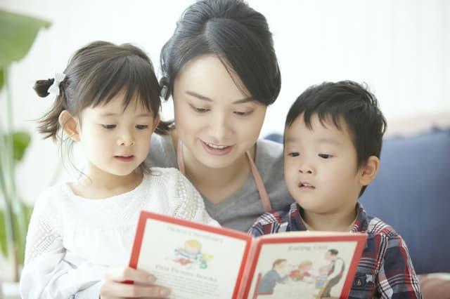子どもへ読み聞かせ