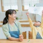 子どもの「ママ見て!」正直疲れた…きちんと反応すべき?
