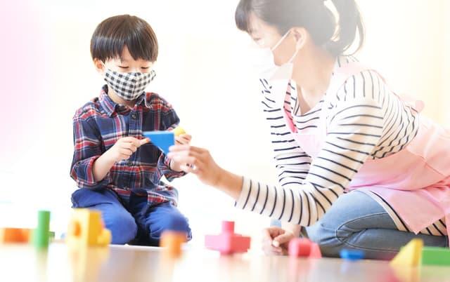 マスクをする幼児